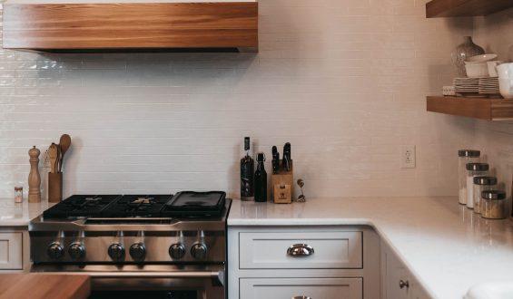 Okap kuchenny: wyciąg czy pochłaniacz?