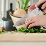 Biała kuchnia wolnostojąca – zalety i wady